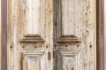 Uchylone drzwi…